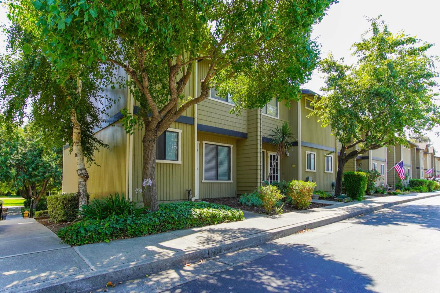 Detail Gallery Image 1 of 1 For 801 Nash Rd #E1,  Hollister,  CA 95023 - 2 Beds | 2/1 Baths
