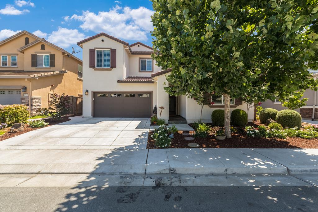 Detail Gallery Image 1 of 1 For 1720 Rosemary Dr, Gilroy,  CA 95020 - 5 Beds | 4/1 Baths