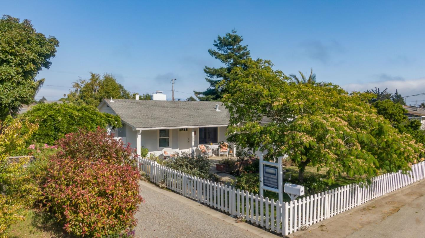 Detail Gallery Image 1 of 1 For 980 34th Ave, Santa Cruz,  CA 95062 - 2 Beds   1 Baths
