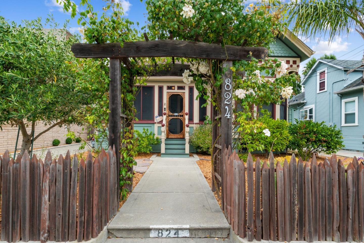 Detail Gallery Image 1 of 1 For 824 Pine St, Santa Cruz,  CA 95062 - 2 Beds | 2 Baths