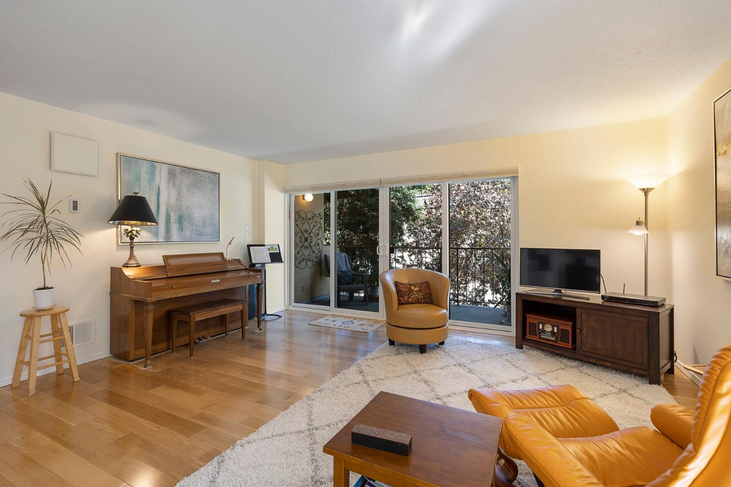 Detail Gallery Image 1 of 1 For 1701 San Carlos Ave #1,  San Carlos,  CA 94070 - 2 Beds | 2 Baths