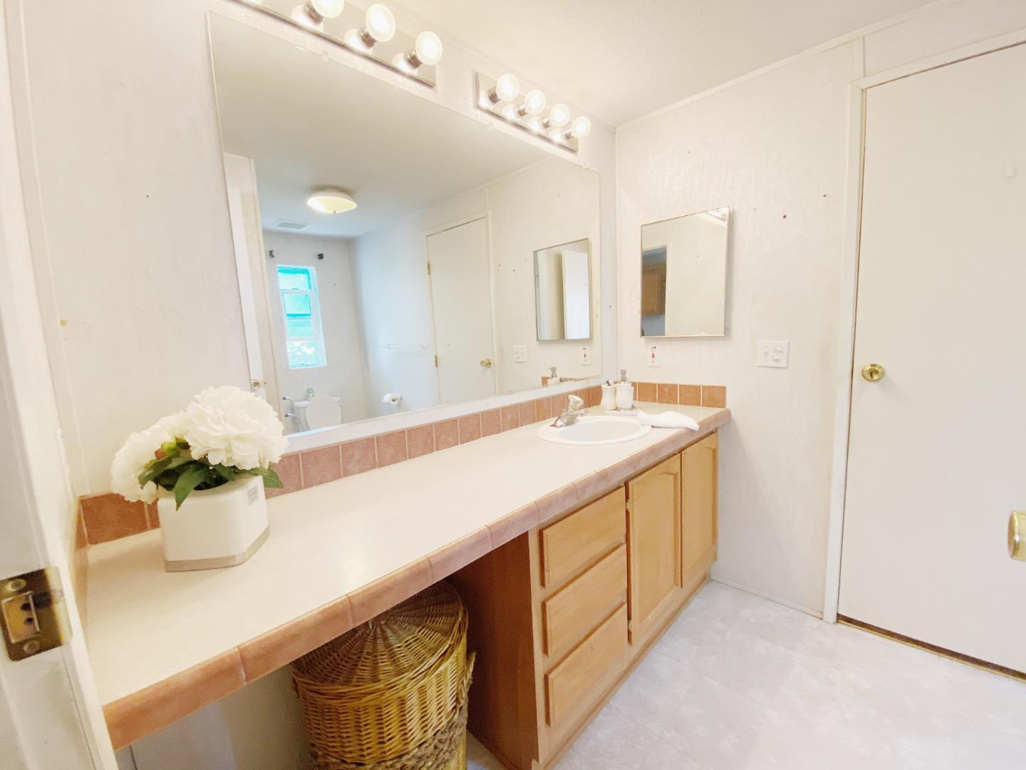 Detail Gallery Image 1 of 1 For 200 Ford Rd #33,  San Jose,  CA 95138 - 4 Beds   2 Baths