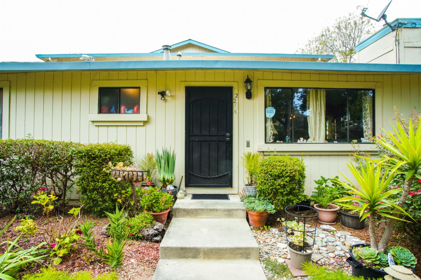 Detail Gallery Image 1 of 1 For 220 Silver Leaf Dr #A,  Watsonville,  CA 95076 - 2 Beds | 1/1 Baths