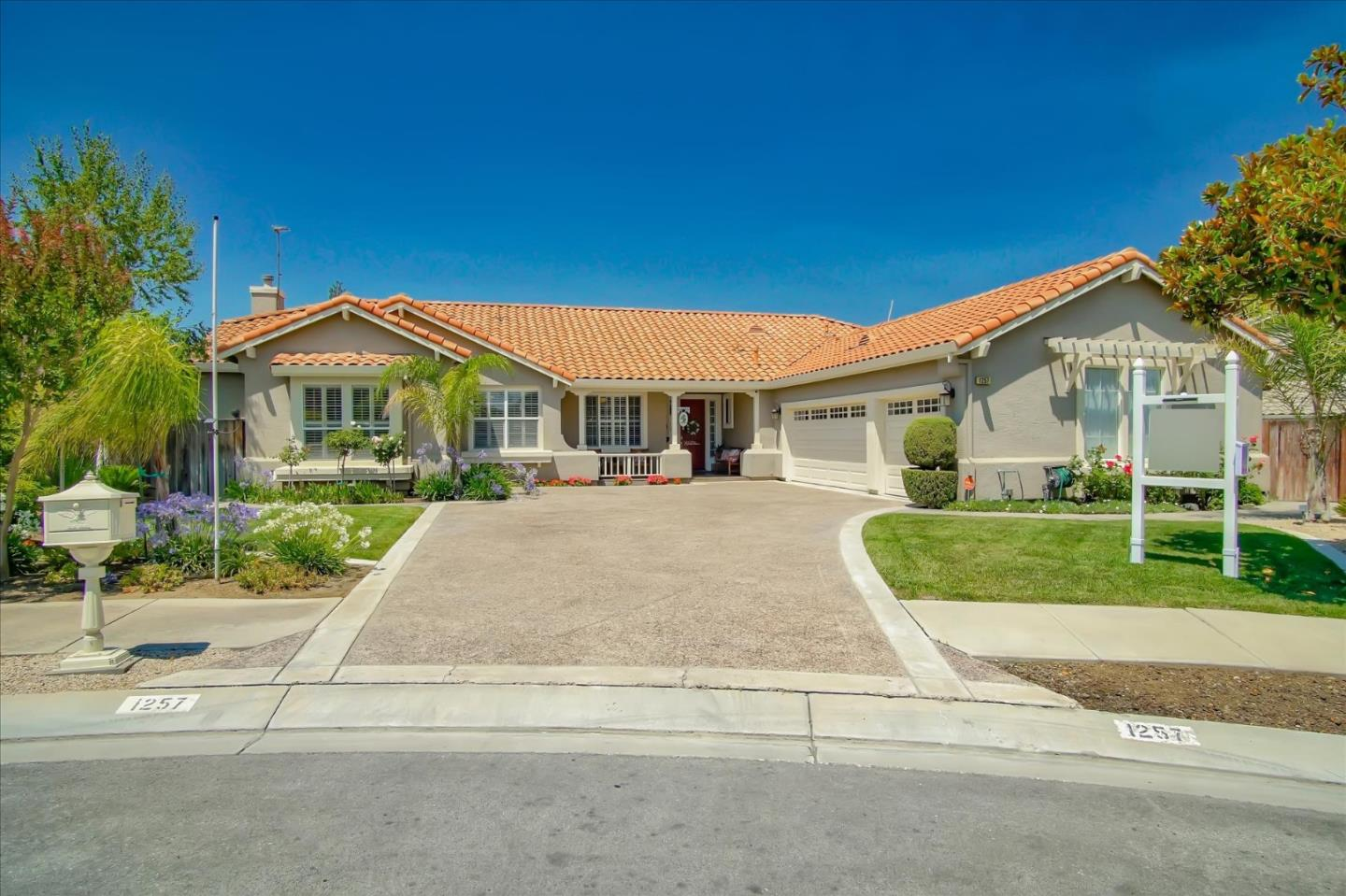 Detail Gallery Image 1 of 1 For 1257 Brook View Ct, Hollister,  CA 95023 - 4 Beds | 2/1 Baths