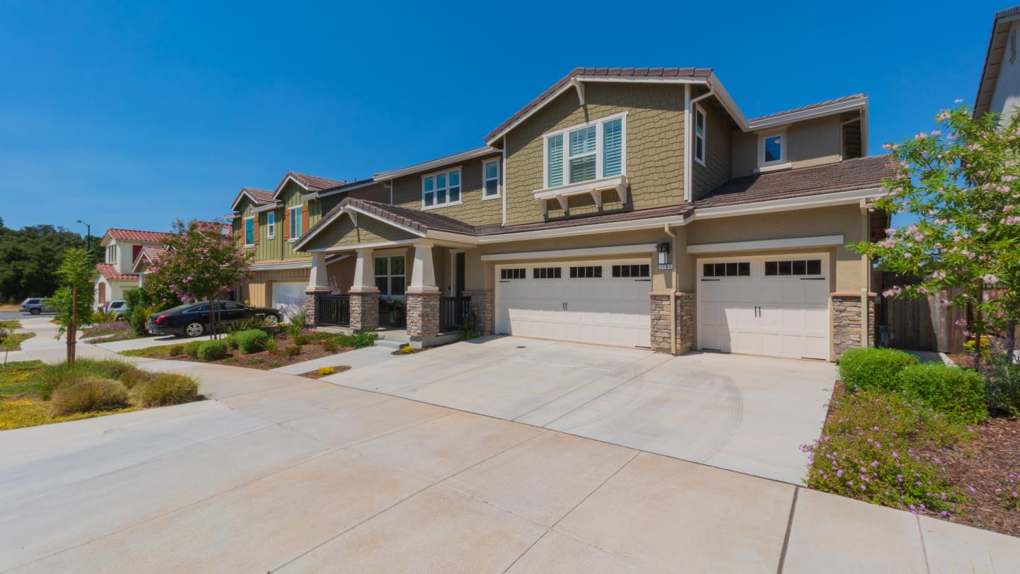 Detail Gallery Image 1 of 1 For 1181 De Anza Pl, Gilroy,  CA 95020 - 4 Beds | 4/1 Baths