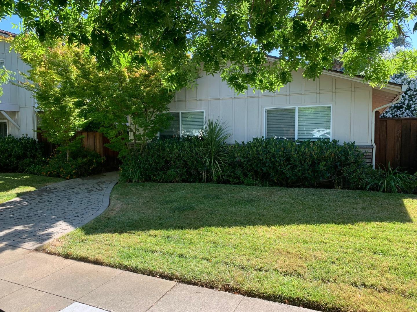 Detail Gallery Image 1 of 17 For 487 Tyndall St #1,  Los Altos,  CA 94022 - 2 Beds | 1 Baths
