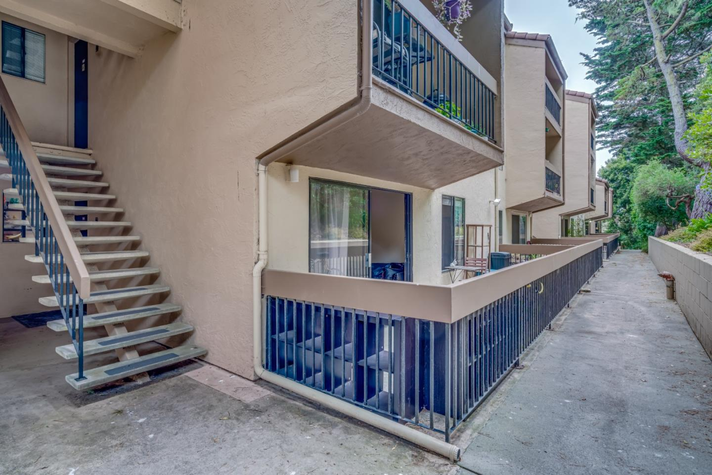 Detail Gallery Image 1 of 29 For 3105 Golden Oaks Ln, Monterey,  CA 93940 - 1 Beds | 1 Baths