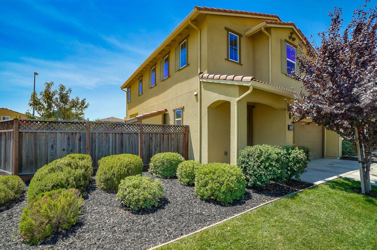 Detail Gallery Image 1 of 1 For 205 Nightingale Dr, Gilroy,  CA 95020 - 4 Beds | 2/1 Baths