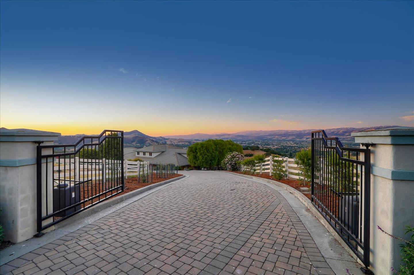 Detail Gallery Image 1 of 1 For 1955 Hayes Ln, San Martin,  CA 95046 - 5 Beds | 4/1 Baths