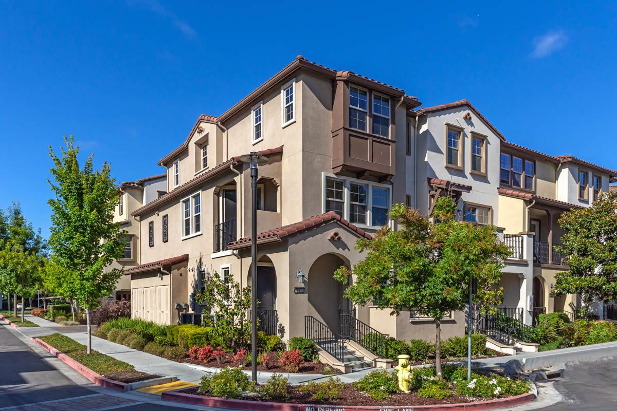 Detail Gallery Image 1 of 1 For 137 Avellino Way, Mountain View,  CA 94043 - 3 Beds | 3/1 Baths