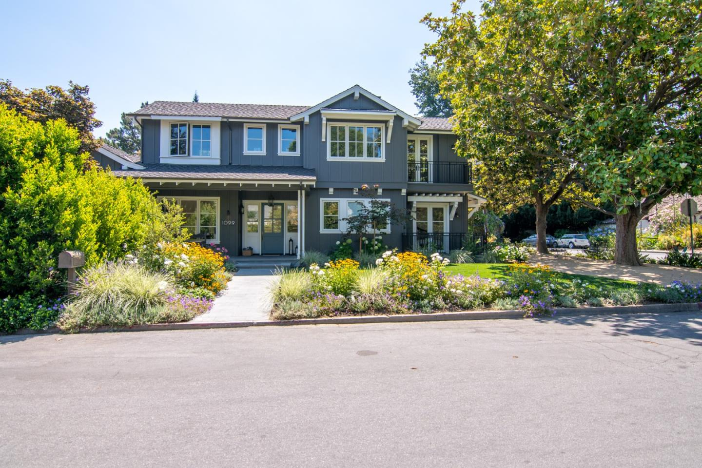 Detail Gallery Image 1 of 1 For 1099 Cambridge Ave, Menlo Park,  CA 94025 - 5 Beds   5/1 Baths