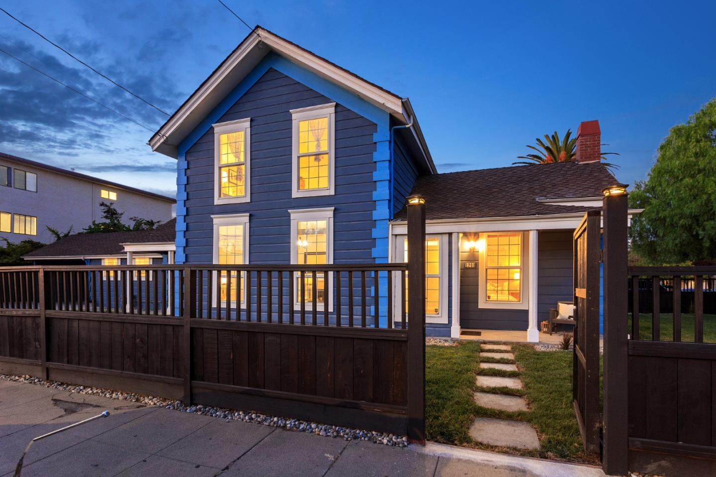 Detail Gallery Image 1 of 1 For 1200 Arguello St, Redwood City,  CA 94063 - 4 Beds | 2 Baths