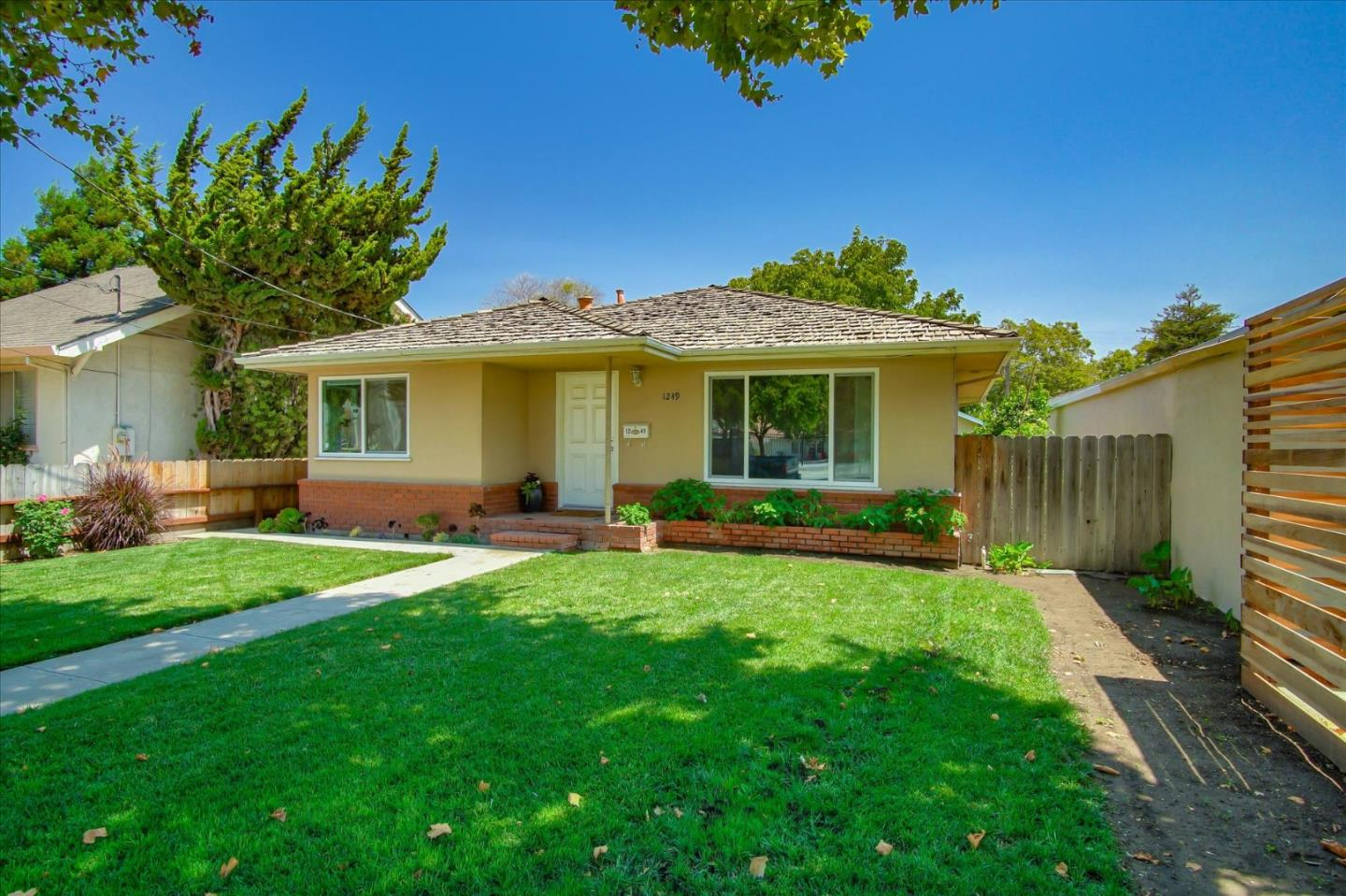 Detail Gallery Image 1 of 41 For 1249 Monterey St, Hollister,  CA 95023 - 2 Beds | 1 Baths