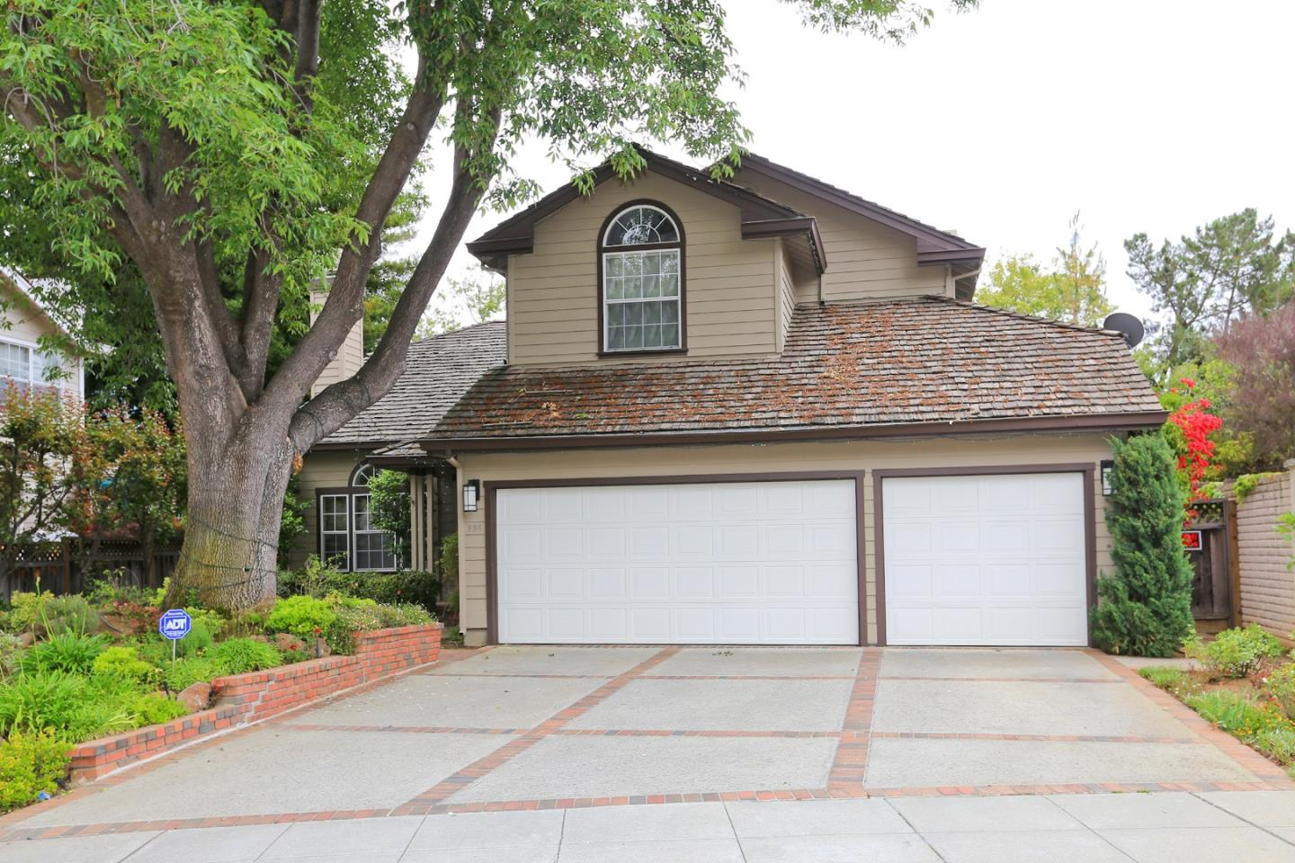 Detail Gallery Image 1 of 38 For 996 Solana Ct, Mountain View,  CA 94040 - 5 Beds   3 Baths