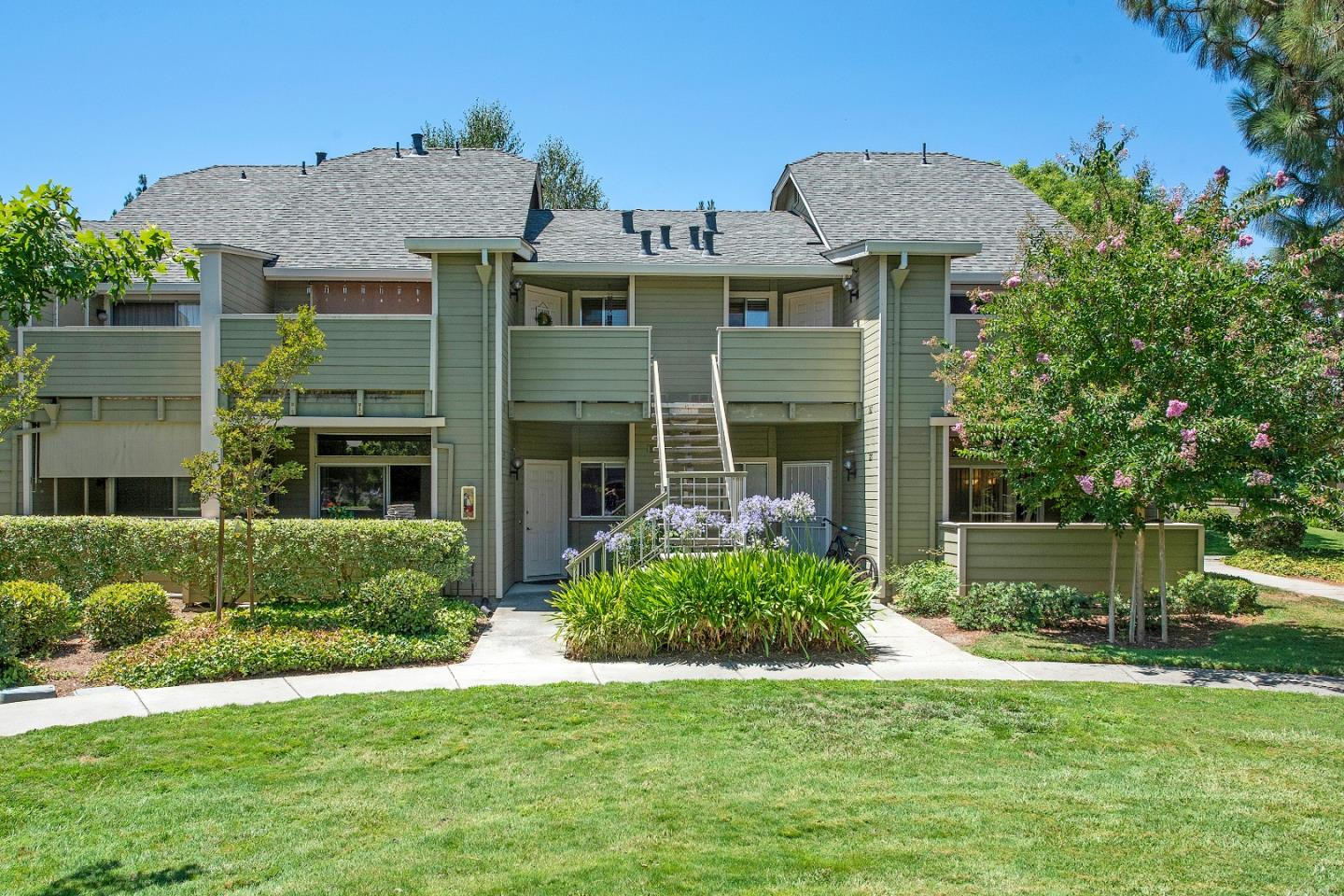 Detail Gallery Image 1 of 22 For 229 Shadow Dance Dr, San Jose,  CA 95110 - 2 Beds | 2 Baths