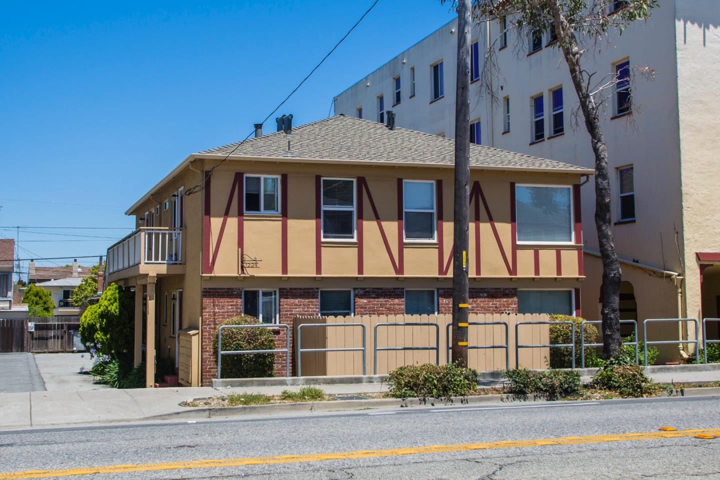 Detail Gallery Image 1 of 1 For 1224 El Camino Real #3,  Burlingame,  CA 94010 - 1 Beds | 1 Baths