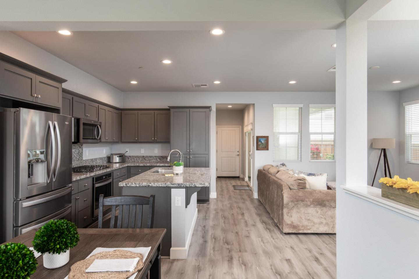 Detail Gallery Image 1 of 21 For 588 Rosa Monte Way, Marina,  CA 93933 - 3 Beds | 2/1 Baths