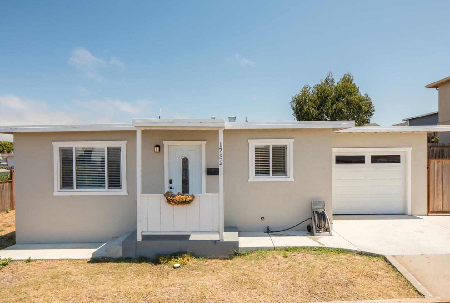 Detail Gallery Image 1 of 1 For 1732 Luxton St, Seaside,  CA 93955 - 2 Beds | 1 Baths