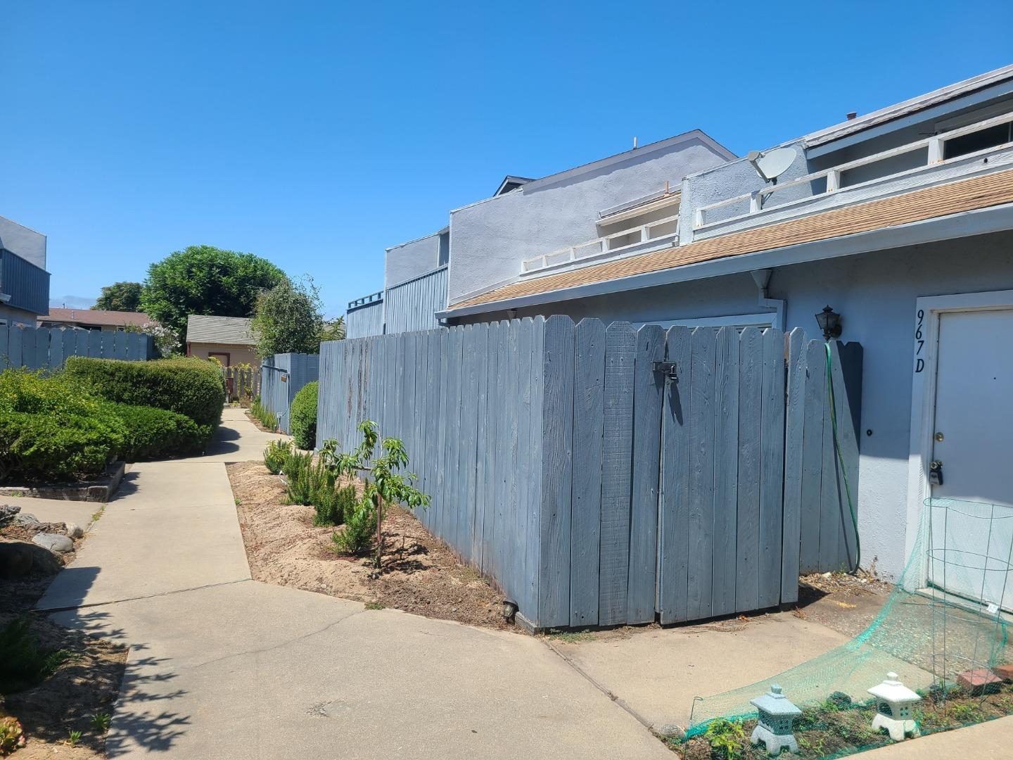 Detail Gallery Image 1 of 1 For 967 Hilby Ave #D,  Seaside,  CA 93955 - 2 Beds | 1/1 Baths