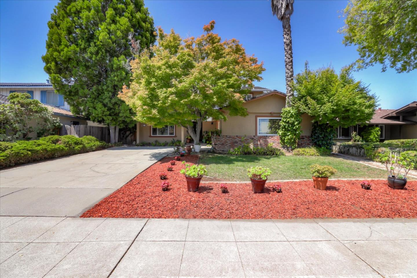 Detail Gallery Image 1 of 17 For 1259 Rousseau Dr, Sunnyvale,  CA 94087 - 4 Beds | 2/1 Baths