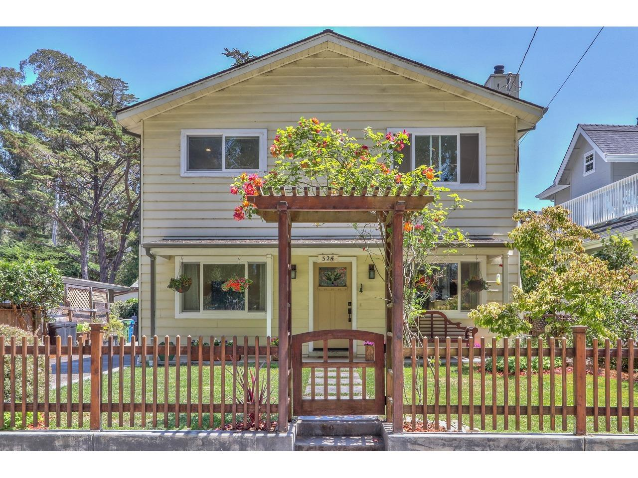 Detail Gallery Image 1 of 26 For 324 Palmer Ave, Aptos,  CA 95003 - 4 Beds | 2 Baths