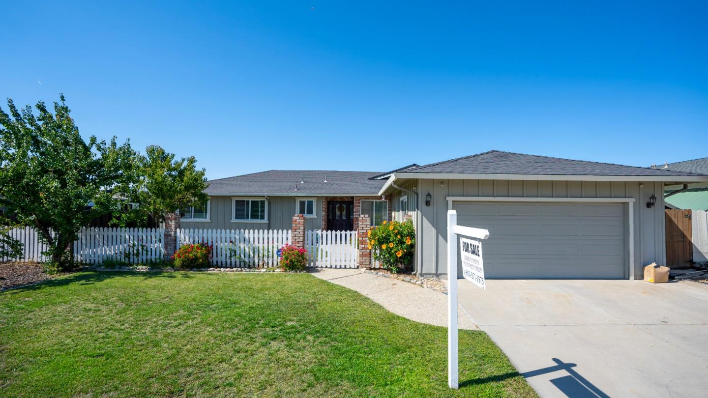 Detail Gallery Image 1 of 17 For 1530 Cembellin Dr, Hollister,  CA 95023 - 4 Beds   2 Baths