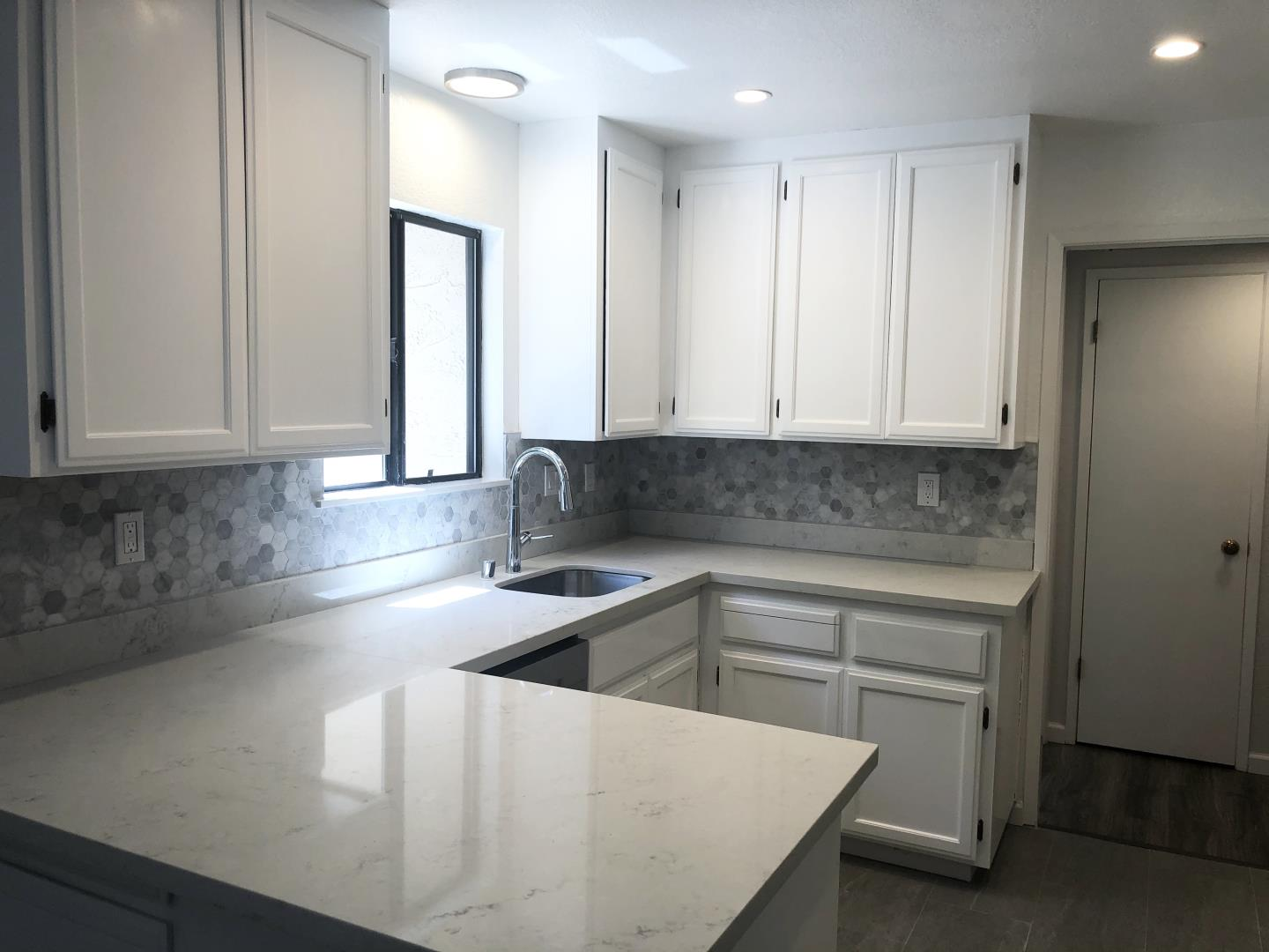 Detail Gallery Image 1 of 1 For 1002 Roble Ave #2,  Menlo Park,  CA 94025 - 2 Beds   2/1 Baths