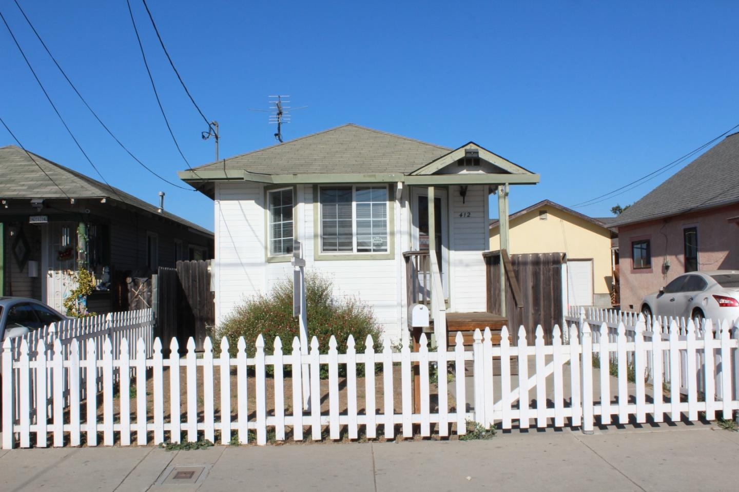 Detail Gallery Image 1 of 11 For 412 2nd St, Watsonville,  CA 95076 - 3 Beds   2 Baths