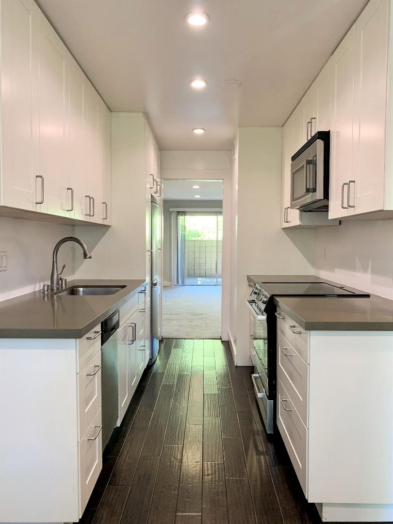 Detail Gallery Image 1 of 20 For 2323 Eastridge Ave #513,  Menlo Park,  CA 94025 - 1 Beds | 1 Baths
