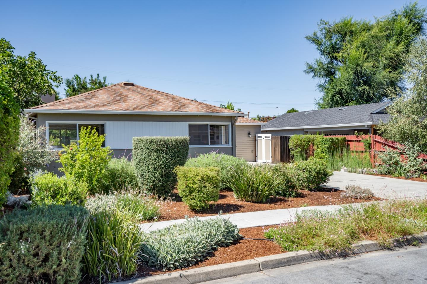 Detail Gallery Image 1 of 53 For 2434 Ohio Ave, Redwood City,  CA 94061 - 4 Beds | 2 Baths