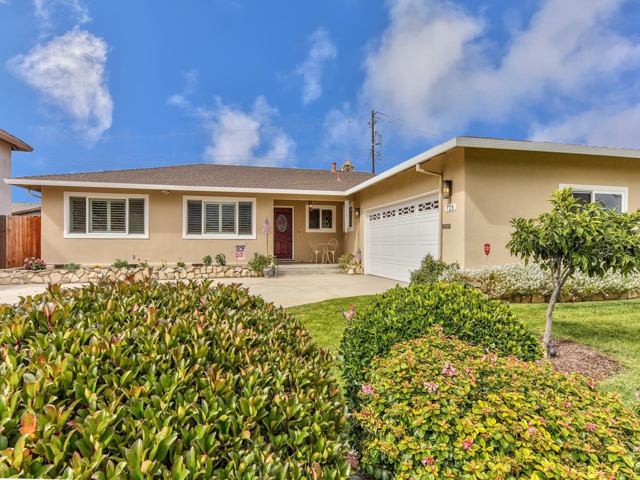 Detail Gallery Image 1 of 1 For 725 La Mesa Dr, Salinas,  CA 93901 - 3 Beds | 2/1 Baths
