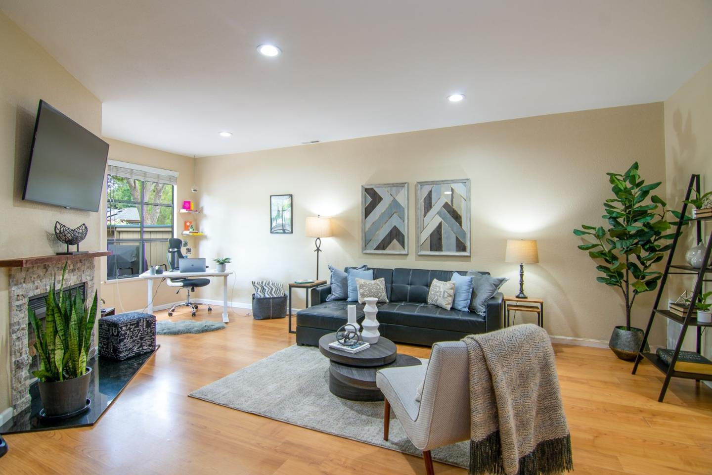 Detail Gallery Image 1 of 1 For 978 Silicon Dr, San Jose,  CA 95126 - 2 Beds | 2 Baths