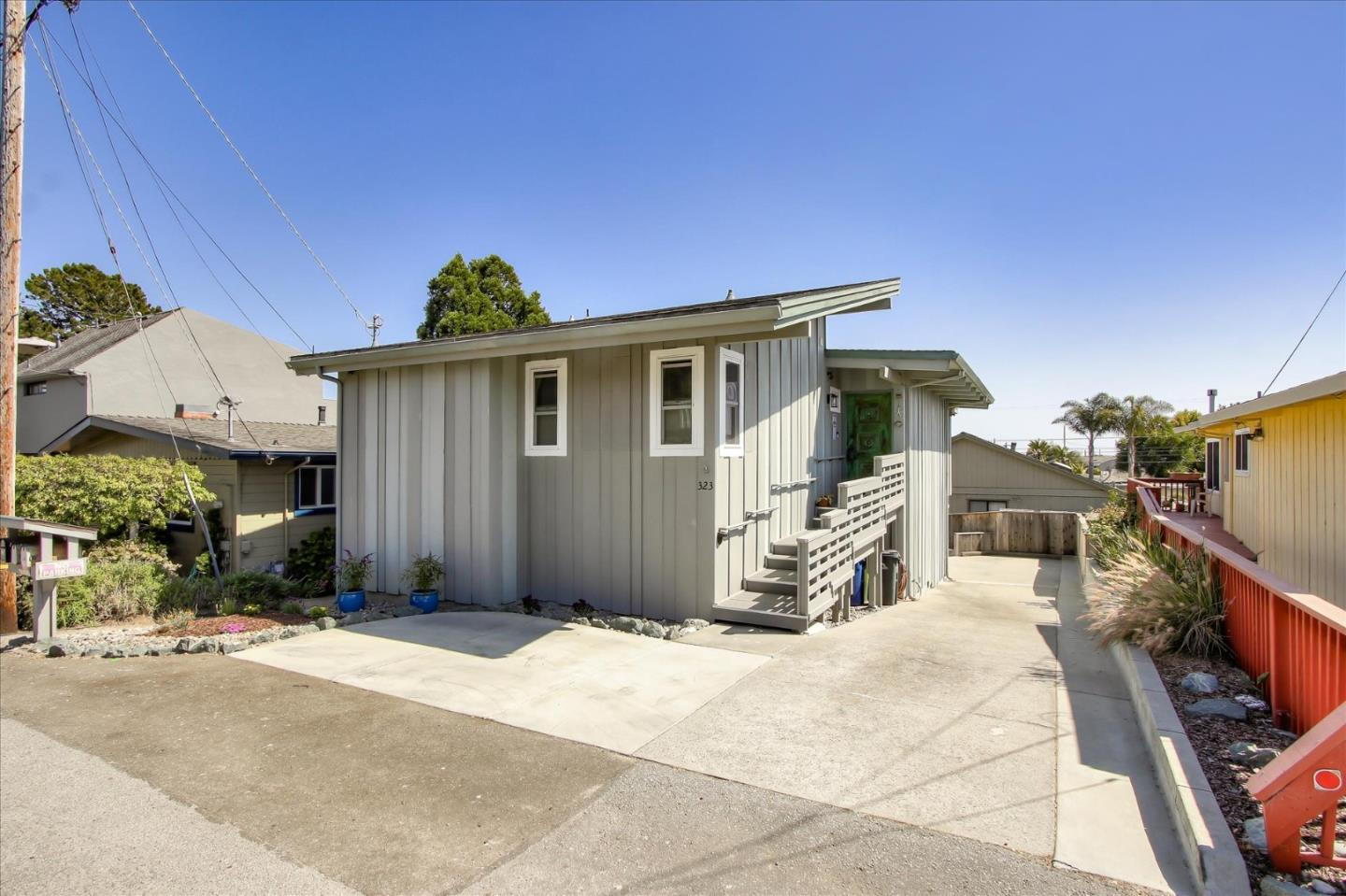 Detail Gallery Image 1 of 1 For 323 Hillcrest Dr, Aptos,  CA 95003 - 2 Beds | 2 Baths