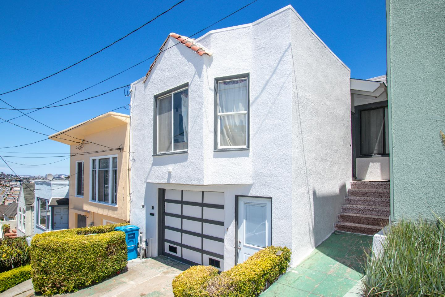 Detail Gallery Image 1 of 17 For 123 Gambier St, San Francisco,  CA 94134 - 3 Beds | 1 Baths
