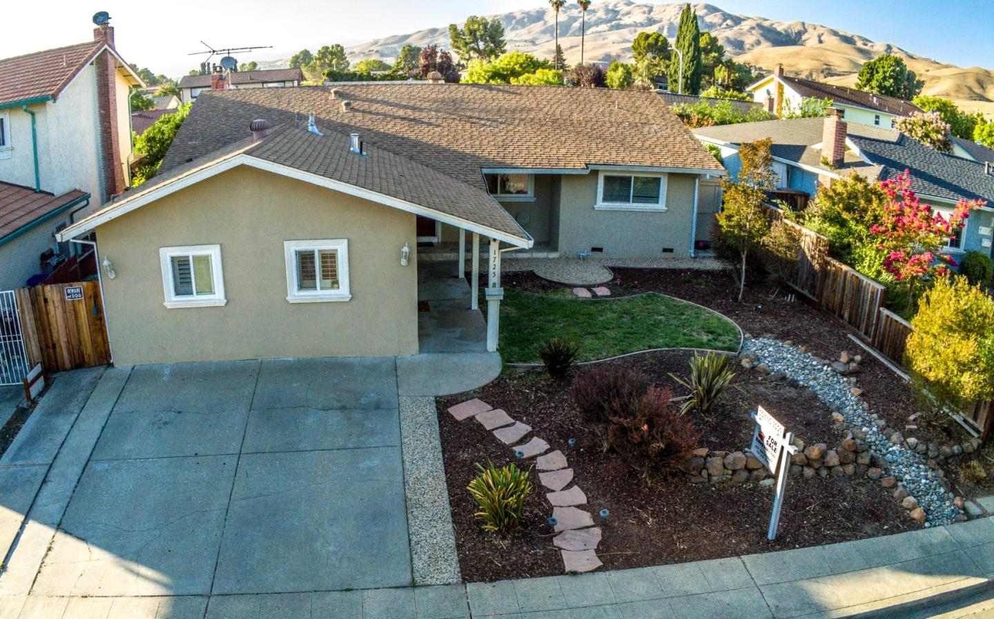 Detail Gallery Image 1 of 1 For 1725 Butano Dr, Milpitas,  CA 95035 - 3 Beds   3 Baths