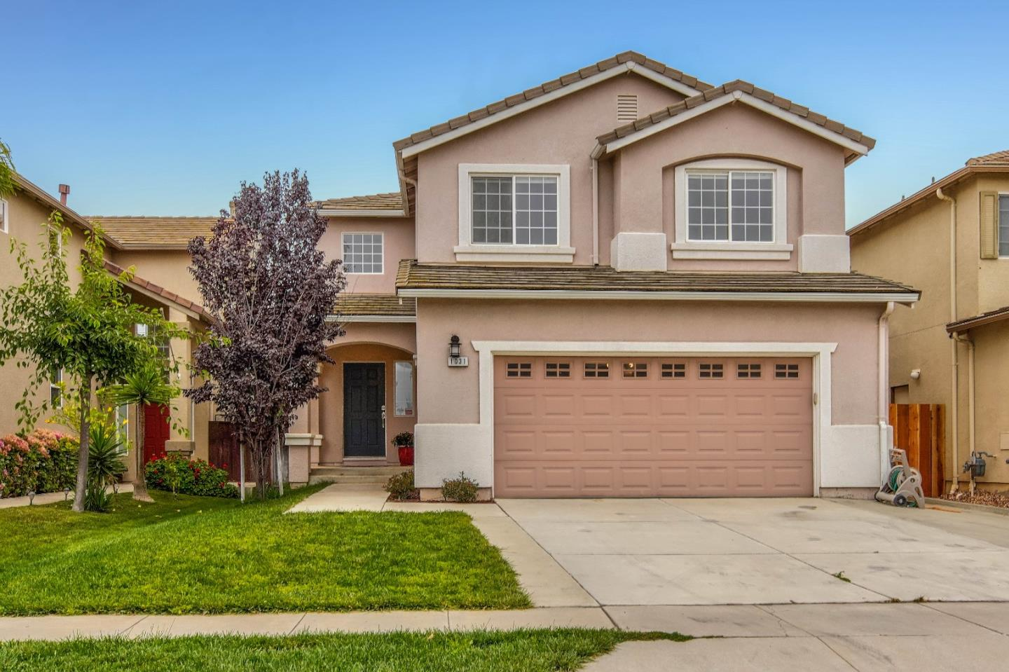 Detail Gallery Image 1 of 1 For 1031 Fitzgerald St, Salinas,  CA 93906 - 4 Beds | 2/1 Baths