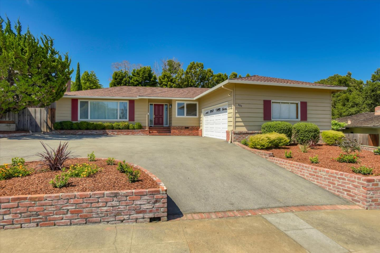 Detail Gallery Image 1 of 48 For 820 Foothill Dr, San Mateo,  CA 94402 - 5 Beds | 2/1 Baths