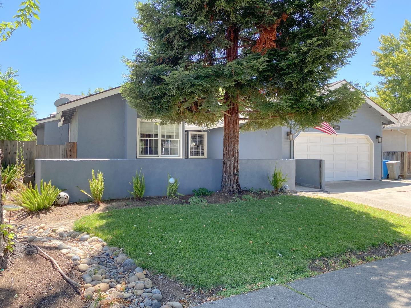 Detail Gallery Image 1 of 8 For 1260 Hersman Dr, Gilroy,  CA 95020 - 3 Beds | 2 Baths