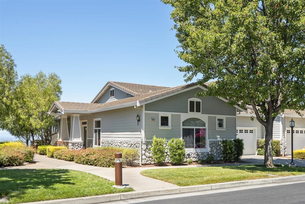 Detail Gallery Image 1 of 25 For 9043 Village View Loop, San Jose,  CA 95135 - 2 Beds   2/1 Baths