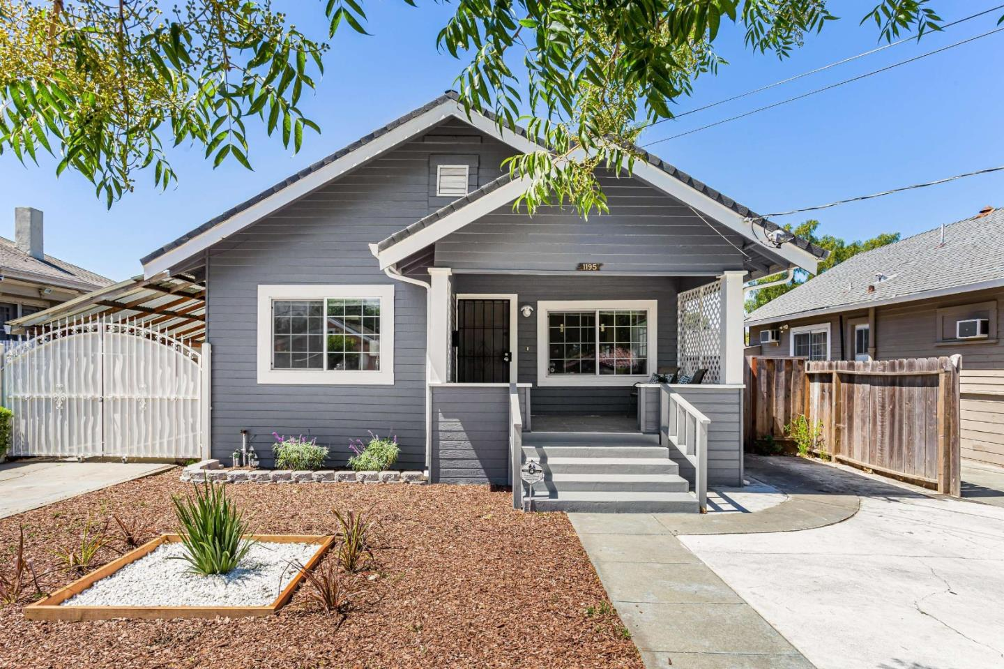 Detail Gallery Image 1 of 29 For 1195 S 9th St, San Jose,  CA 95112 - 3 Beds | 2 Baths