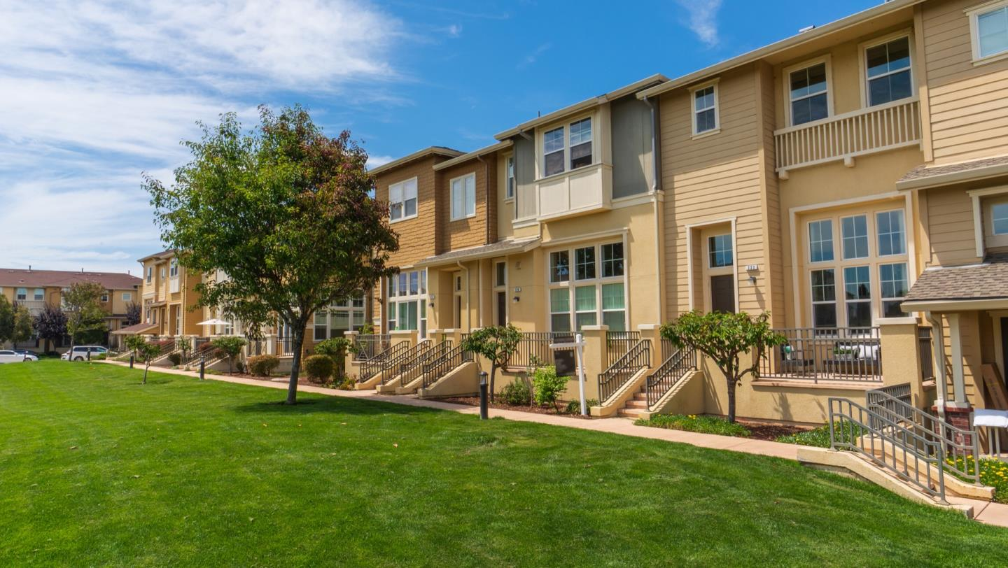Welcome home to your stunning 9 years new townhome located in the prestigious Preserve community of Redwood Shores. Step into the light filed living room with soaring high ceilings, enjoy the abundance of natural light through the large floor to ceiling walls of glass boasting the view of the large open space.  This newly renovated townhome features attractive new hardwood floors, updated lighting, elegant light fixtures. Large open kitchen with an impressive island, breakfast nook, abundant of cabinets & a walk-in pantry.  The spacious master suite includes an expansive walk in closet, a luxurious spa like bathroom with stylish counter tops, large shower & a separate soak in tub. Included with the many luxuries of this home is the laundry closet next to the bedrooms in upper level.  Amazing location with proximity to major technology hubs, minutes to parks, restaurants, shops, highly coveted great Redwood Shores Schools. Close to shopping, downtown San Carlos, freeways and Caltrain.