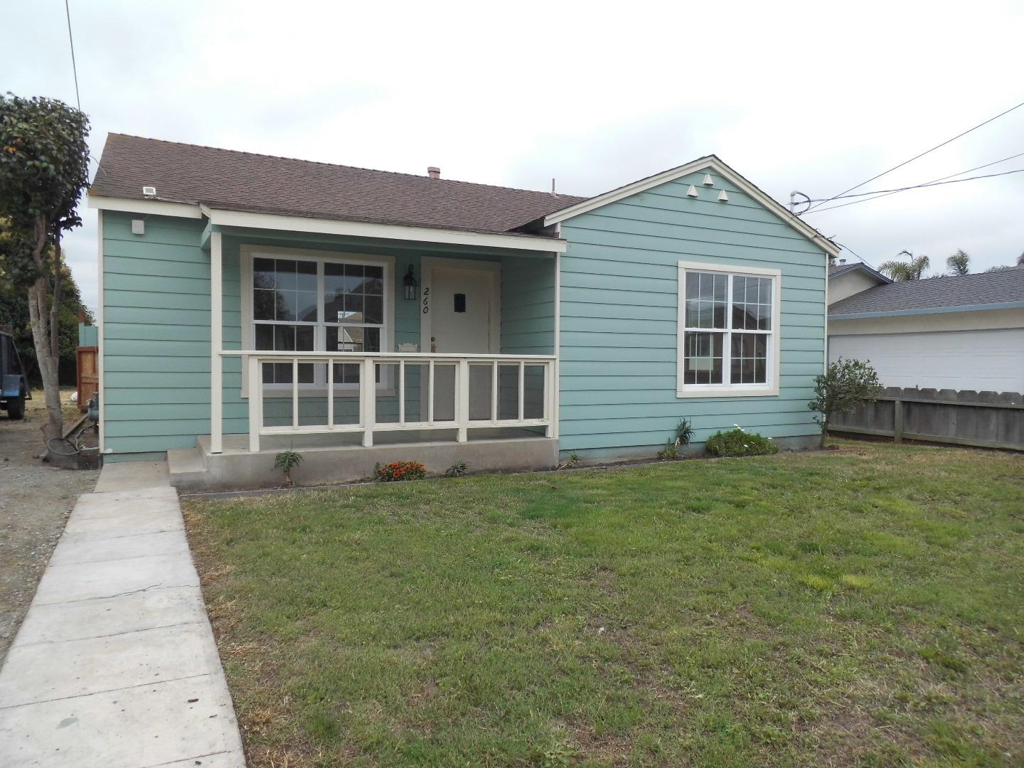 Detail Gallery Image 1 of 15 For 260 Harvest St, Salinas,  CA 93901 - 2 Beds   1 Baths
