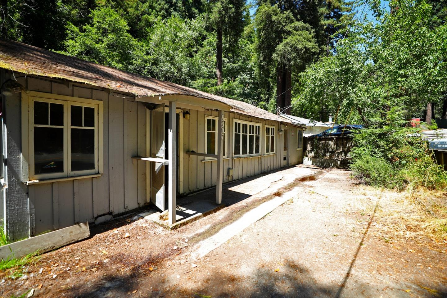 Welcome to this cute cottage located in the Santa Cruz Mountains! This 3 bedroom, 1 bathroom home needs some remodeling, but can be transformed into the perfect rustic, modern home. This quaint home is near wonderful San Lorenzo schools, fine Felton dining, and hiking trails. Imagine living in the heart of Felton, surrounded by towering Redwoods, and being only 30 minutes from the breathtaking coastline of Santa Cruz! You do not want to miss out on this affordable opportunity of creating your perfect home!