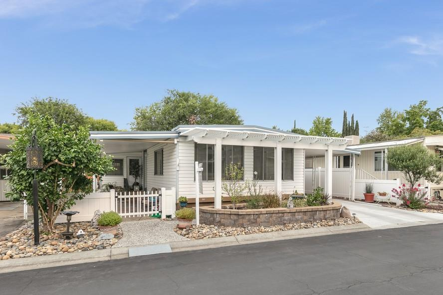 Detail Gallery Image 1 of 27 For 23 La Paloma #23,  Campbell,  CA 95008 - 2 Beds | 2 Baths