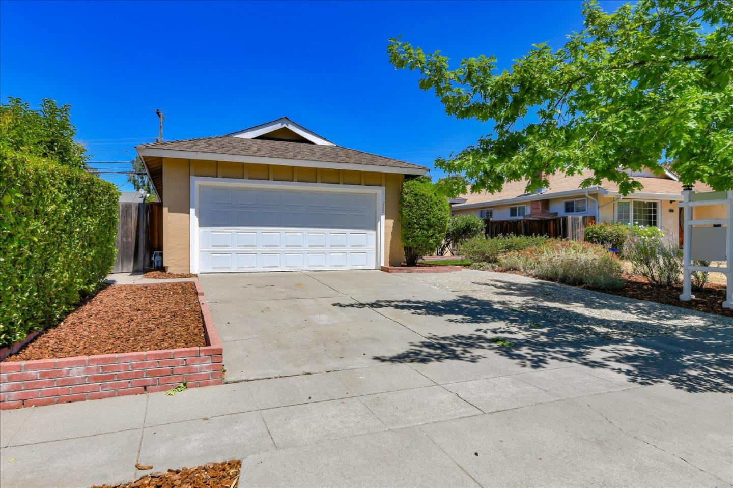 Detail Gallery Image 1 of 22 For 245 Omira Dr, San Jose,  CA 95123 - 3 Beds | 1/1 Baths