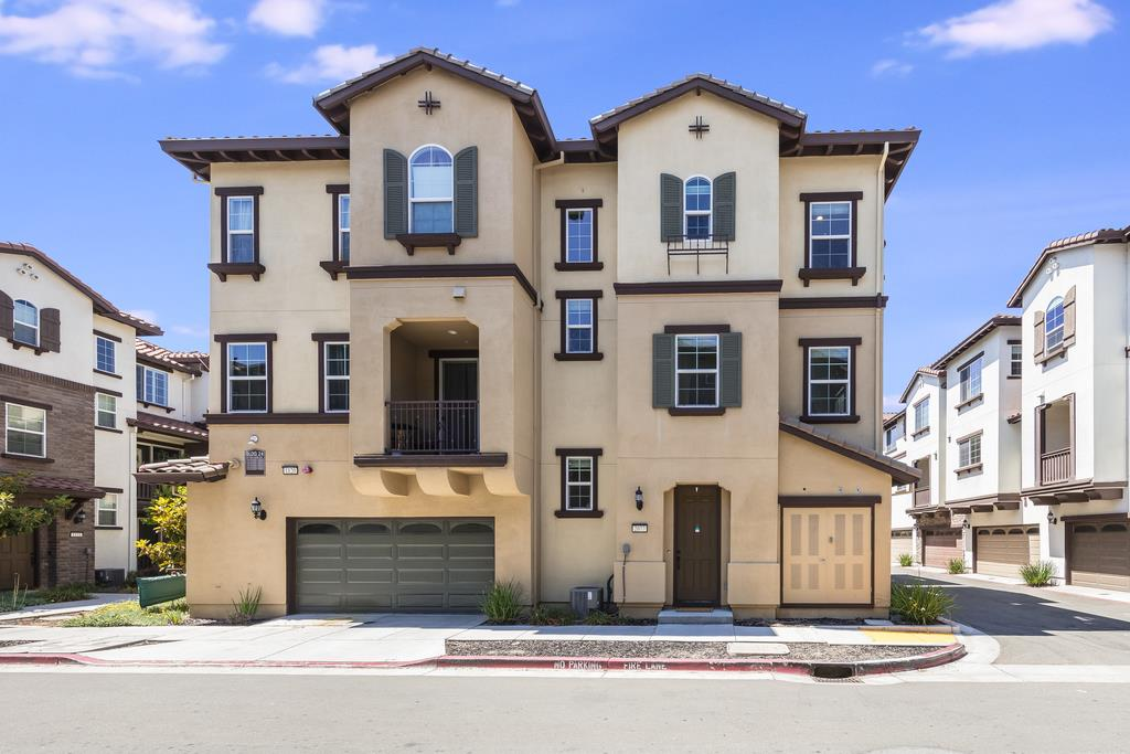 Detail Gallery Image 1 of 1 For 2077 Nola Ranch Way, San Jose,  CA 95133 - 2 Beds | 2/1 Baths
