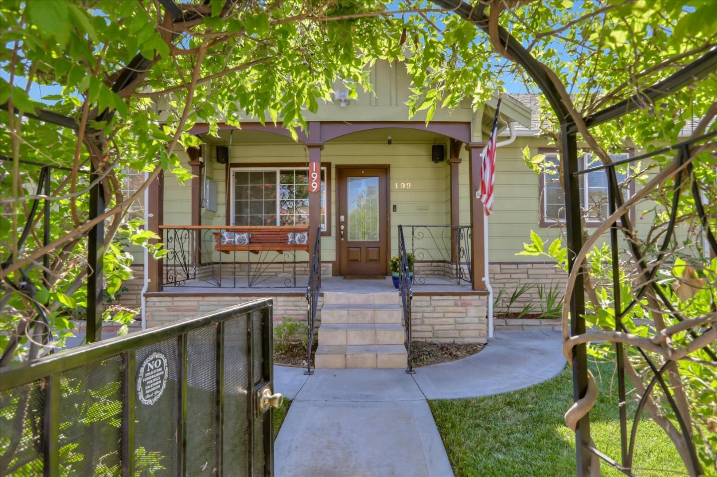 Detail Gallery Image 1 of 29 For 199 N 12th St, San Jose,  CA 95112 - 2 Beds   2 Baths