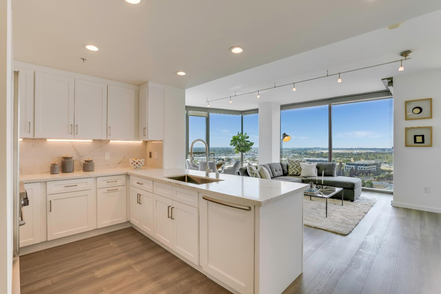 Detail Gallery Image 1 of 58 For 38 N Almaden Blvd #1911,  San Jose,  CA 95110 - 2 Beds | 2 Baths