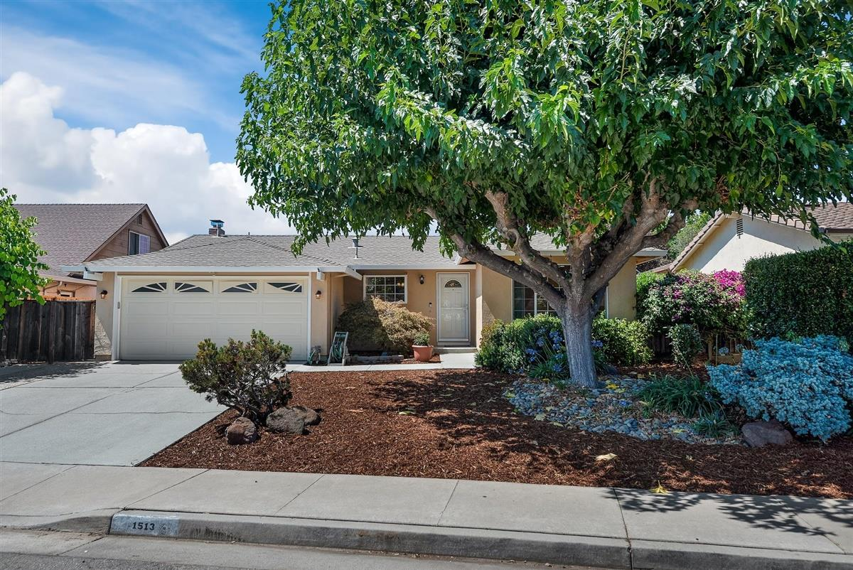 Detail Gallery Image 1 of 1 For 1513 Meadow Glen Way, San Jose,  CA 95121 - 4 Beds | 2 Baths