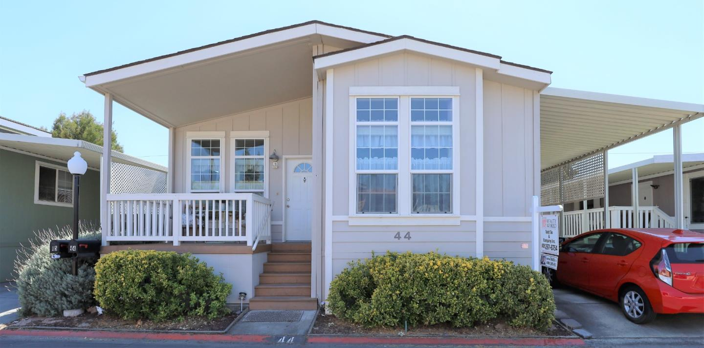 Detail Gallery Image 1 of 14 For 125 N Mary Ave #44,  Sunnyvale,  CA 94086 - 3 Beds | 2 Baths